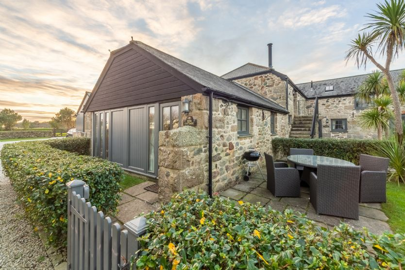 Click here for more about Rose Cottage - Gonwin Manor