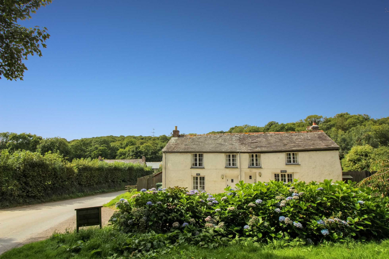 Click here for more about Rose Cottage, Lamellen Estate