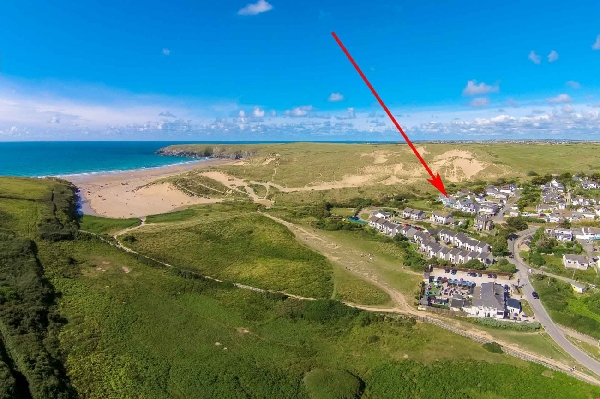 Springtide is located in Holywell Bay