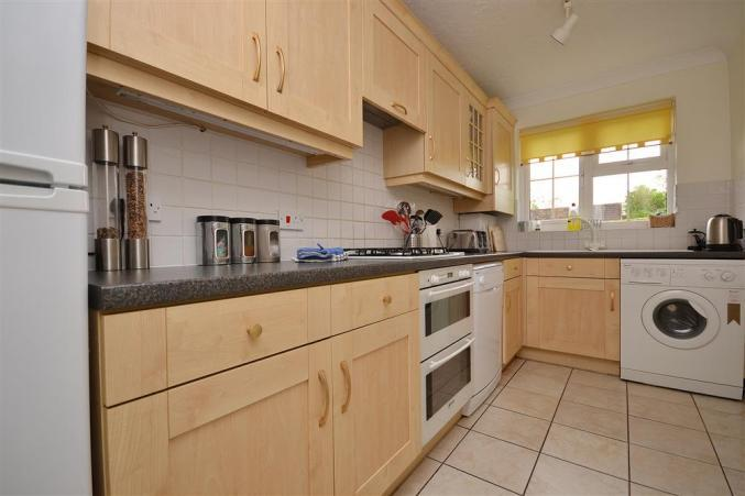 4 Forest Edge Close is in Sway, hampshire