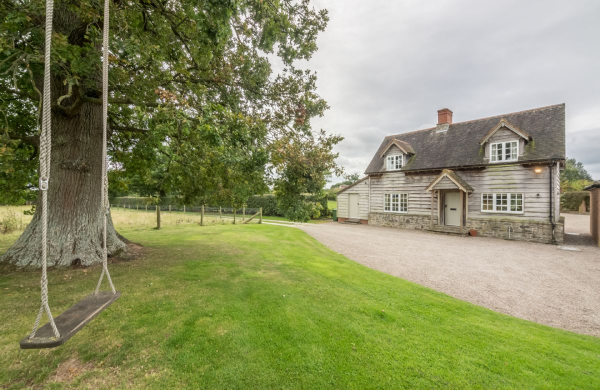 Click here for more about Bearwood Cottage