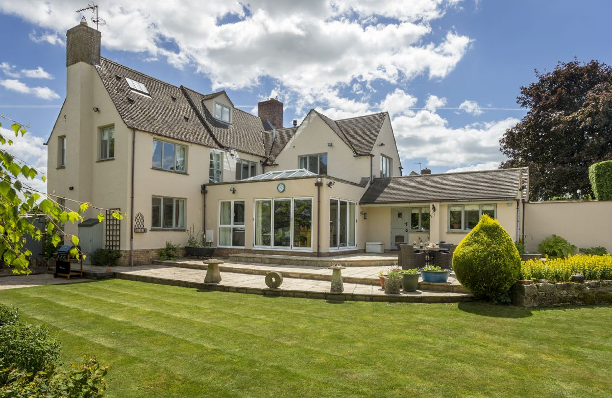 Click here for more about Huntsbury Cottage
