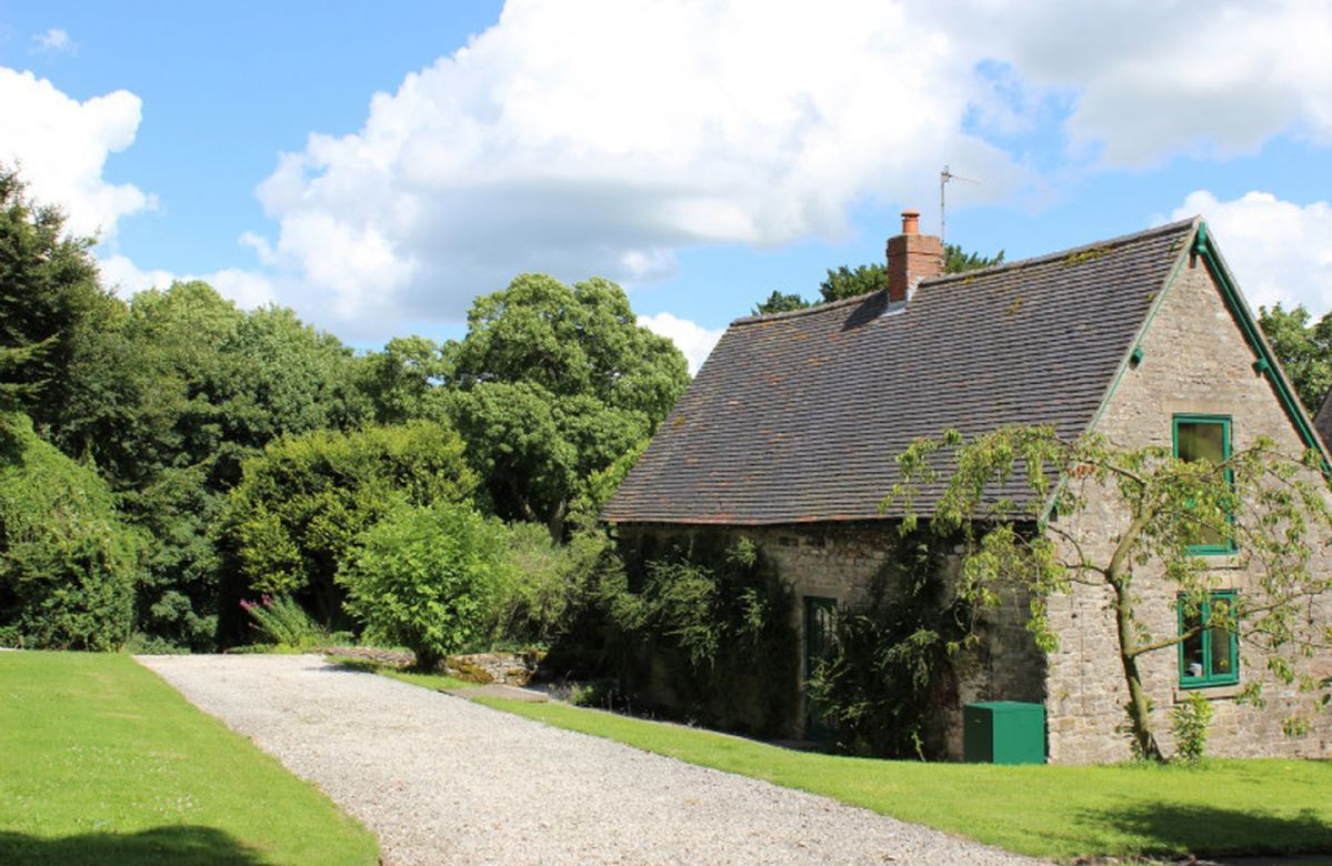 Click here for more about Dovedale Lodge