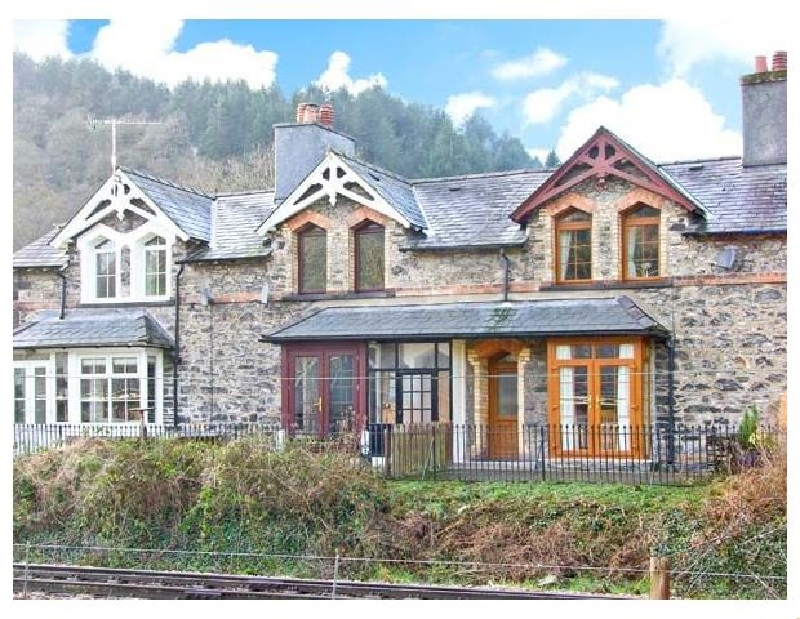 Click here for more about 3 Railway Cottages