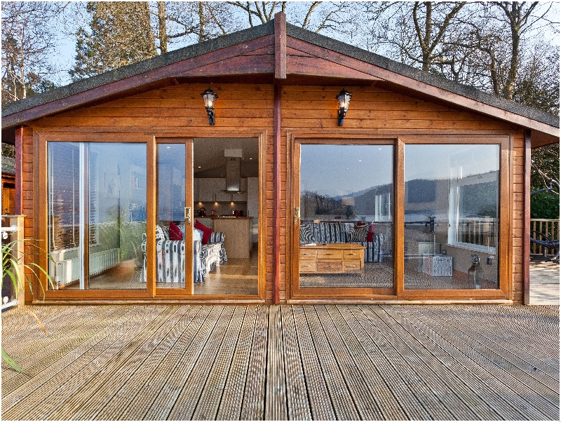 Click here for more about Lodge on the Lake