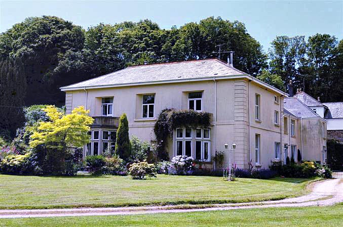 Click here for more about 5 Halwell House