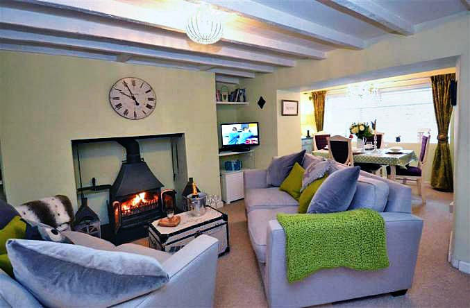 Yew Tree Cottage is located in Totnes